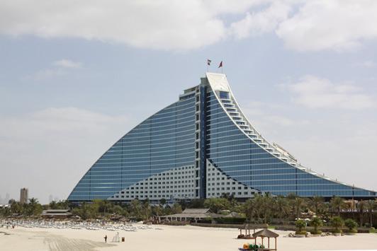 Dubai luxury hotels - Jumeirah Beach faces the sea and offers a view of the Burj al Arab.