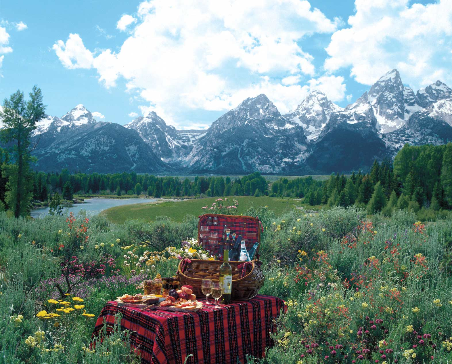 Hotels Near US National Parks Authentic Luxury Travel - Us national parks yellowstone