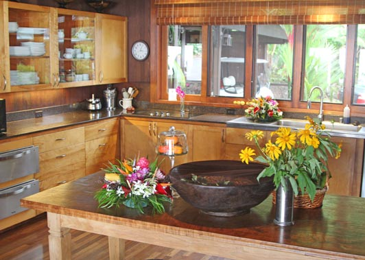 Guests at Holualoa Inn enjoy breakfast prepared in this charming country kitchen.