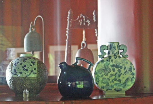 Asian ceramics on display at this charming coffee country B&B on the Big Island.