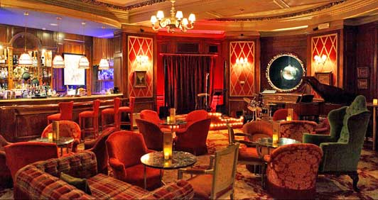 Authentic Barcelona hotels - Bar Rien de Rein at El Palace.