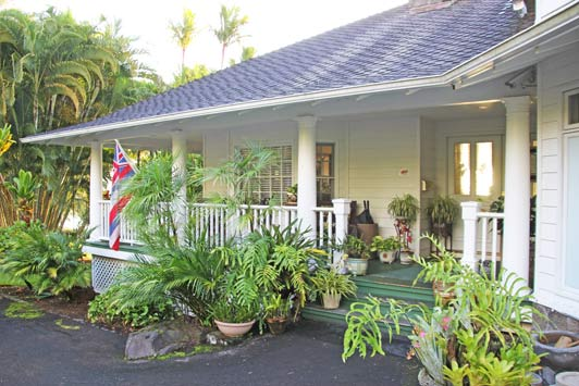 Hosts John and Michele Gamble, originally from Denver, have embraced Old Hawaii.