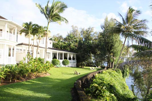 Palms Cliif House is a gracious B&B located north of Hilo on the Big Island.