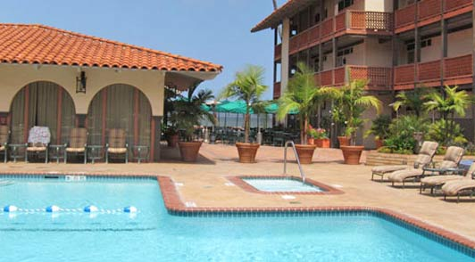 The La Jolla Shores Hotel is popular with families and the Shores Restaurant overlooks the beach.