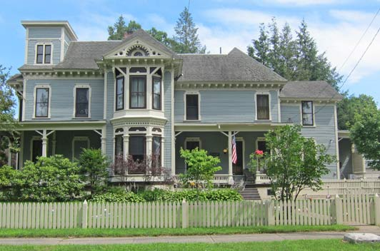 In Saratoga Springs, beautiful 19th-century homes face leafy tree-lined streets.