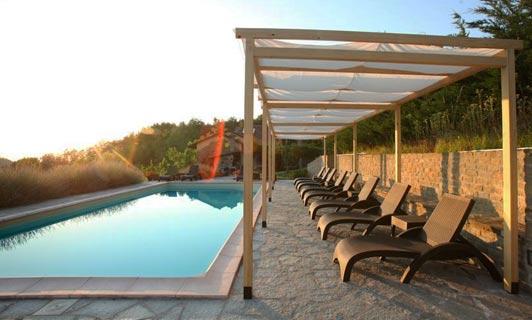 Your villa in Piemonte ? Villa San Lorenzo swimming pool with sun shade pergola.