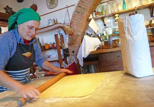 At Il Campo Cucina, local mammas teach guests how to prepare local dishes.